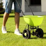 Best Fertilizer Spreader Reviews (Broadcast, Drop & Handheld Models)
